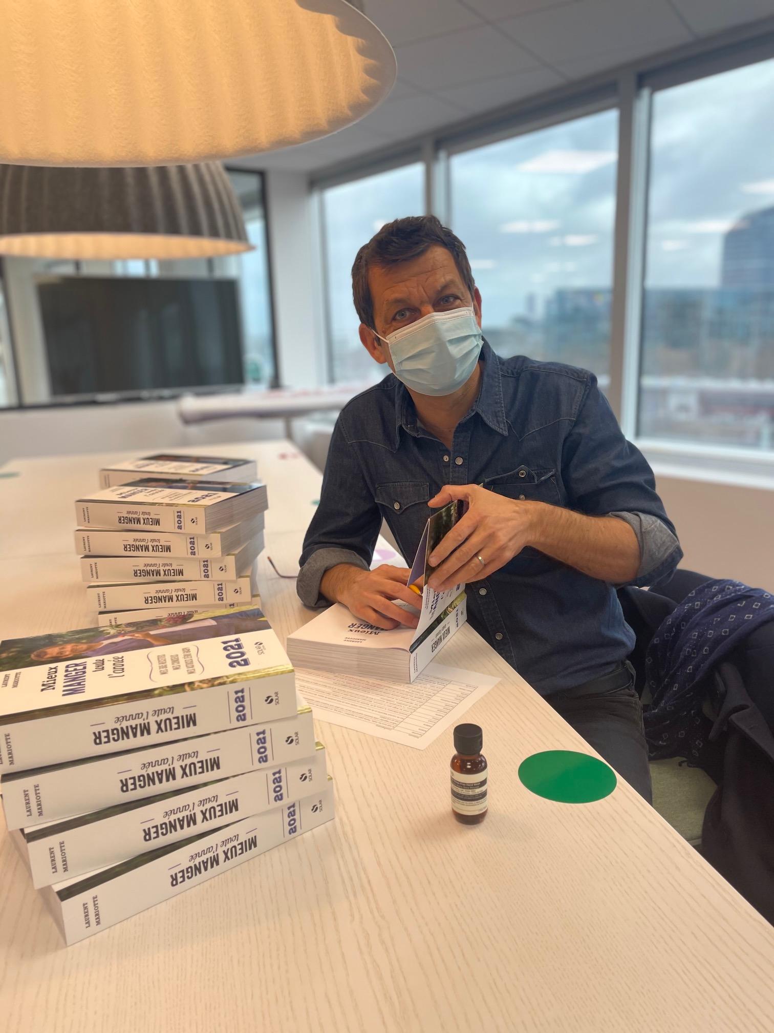 Laurent Mariotte dédicace ses livres de recettes