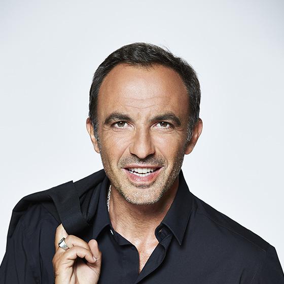 Visuel de Nikos Aliagas, présentateur de TF1 : The Voice, Les NRJ Music Awards...